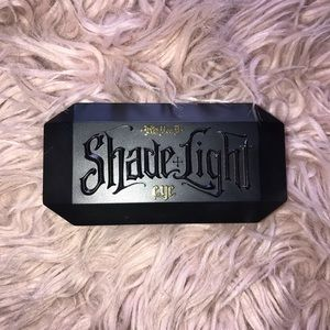 Kat Von D Shade+Light Plum Eye Palette